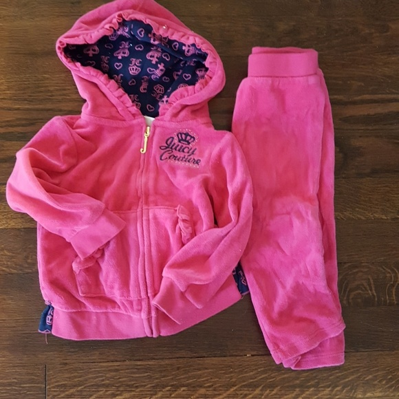f2ab401be5 Juicy Couture infant girls velour tracksuit